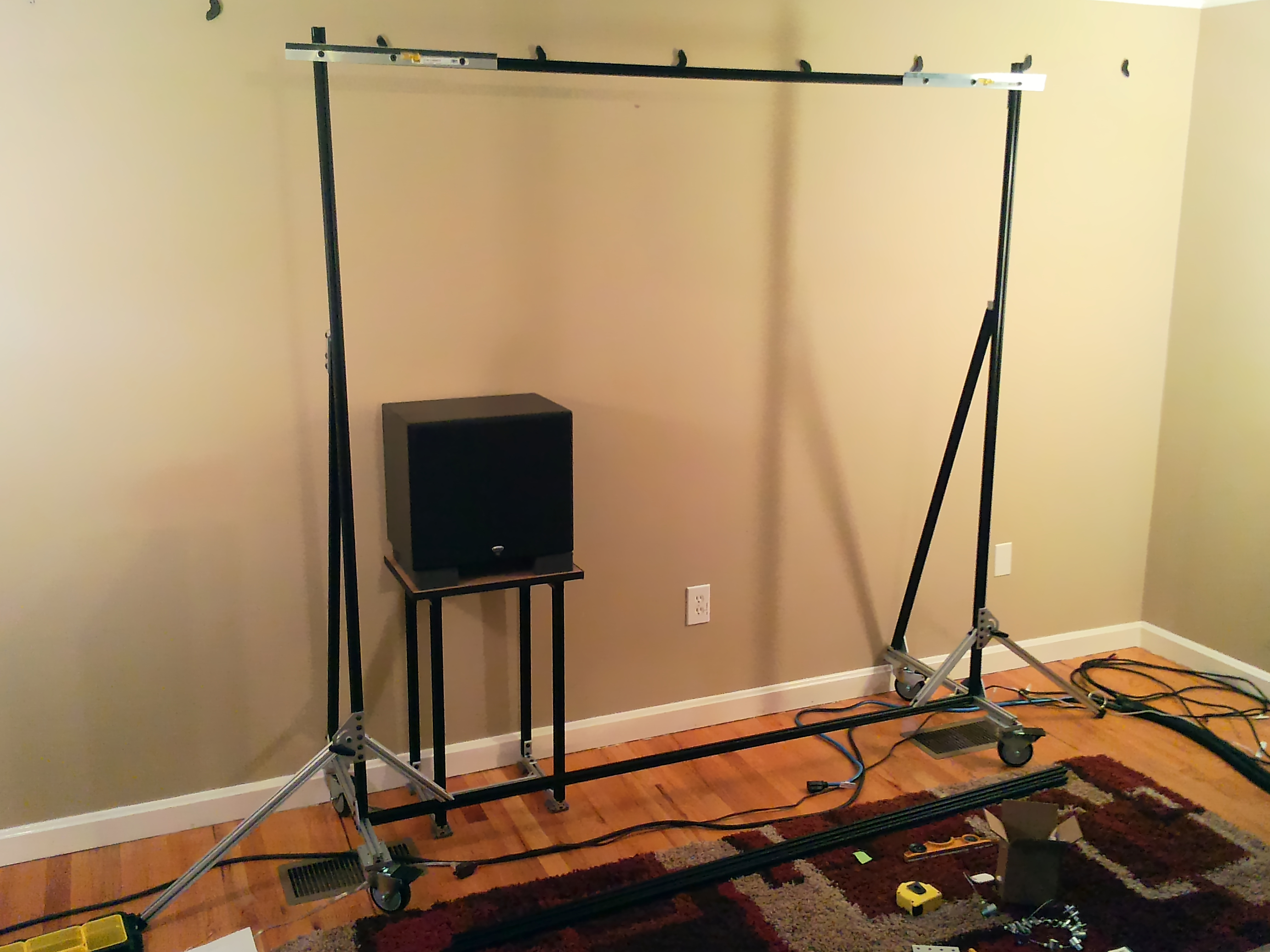 20131204-screen-stand-assembled-front.jpg