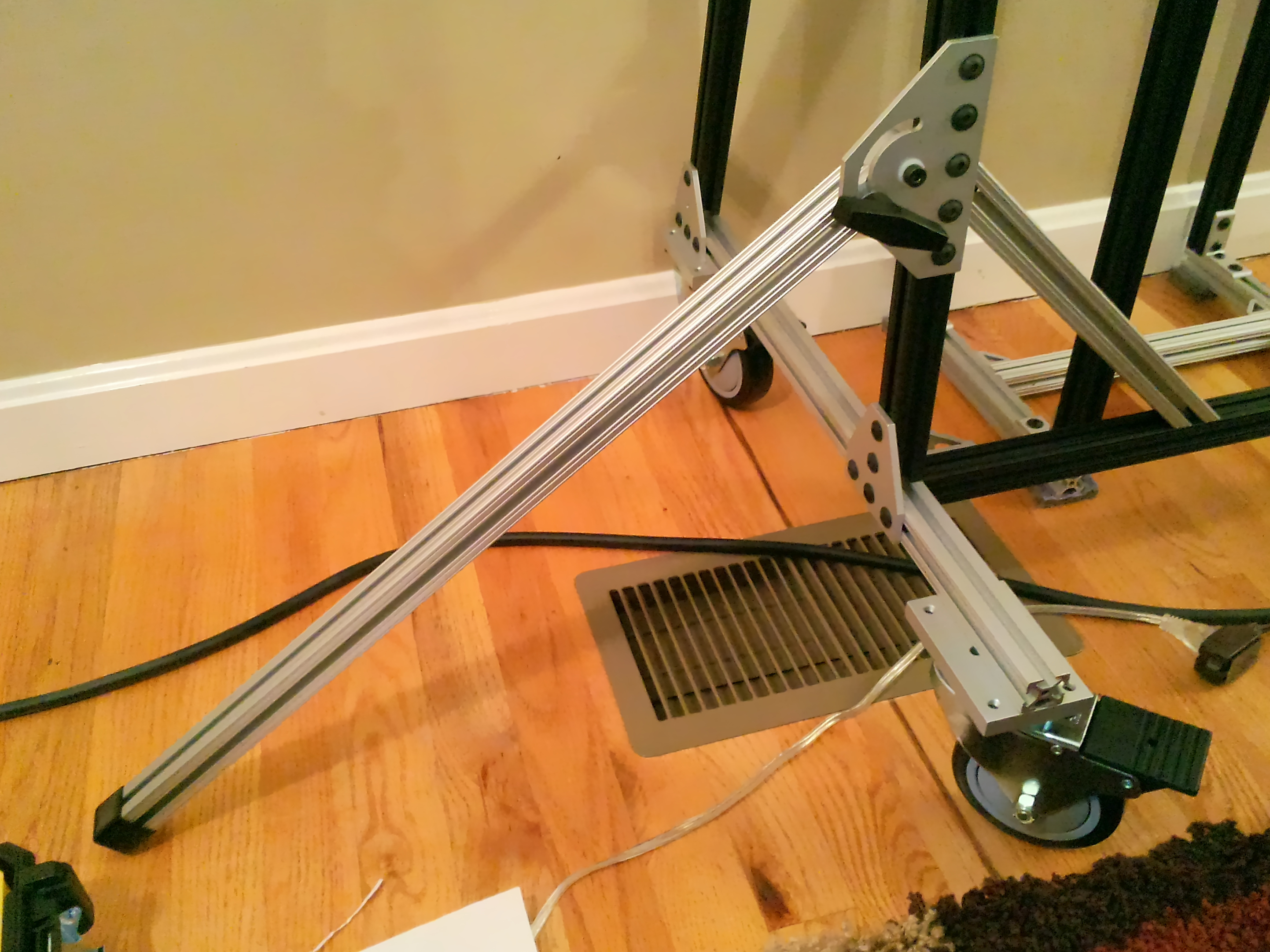20131204-screen-stand-outrigger.jpg