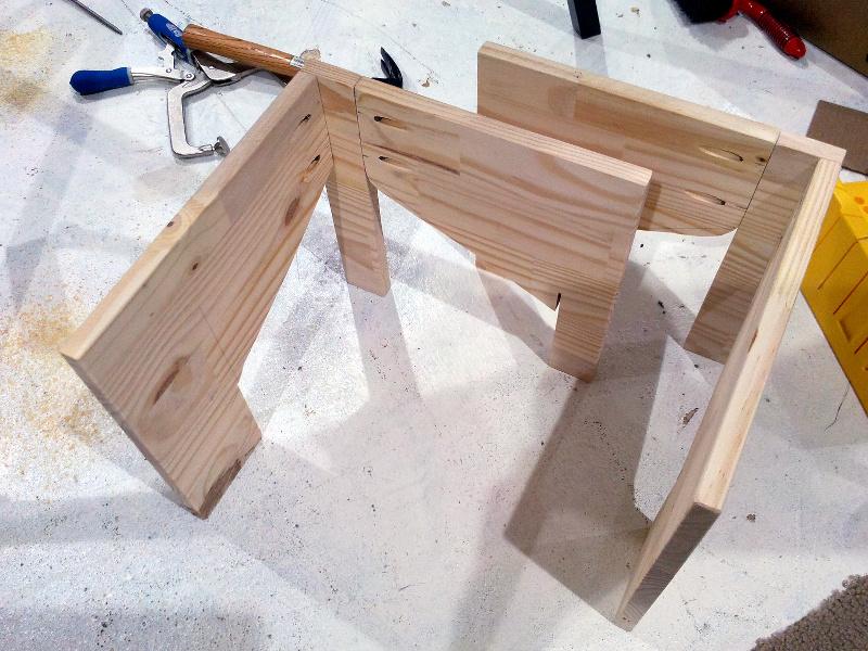 20131210-trap-stands-assembled.jpg