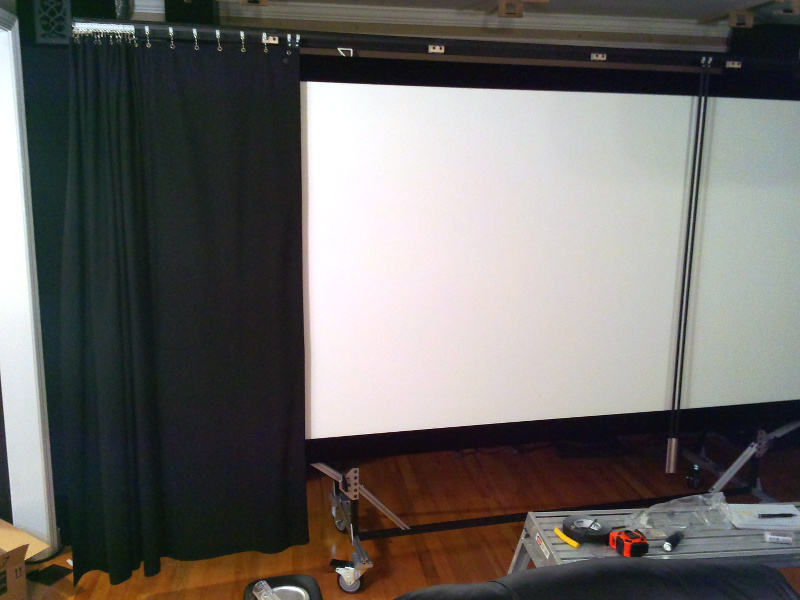 20131218-curtain-test-one-side-partly-closed.jpg